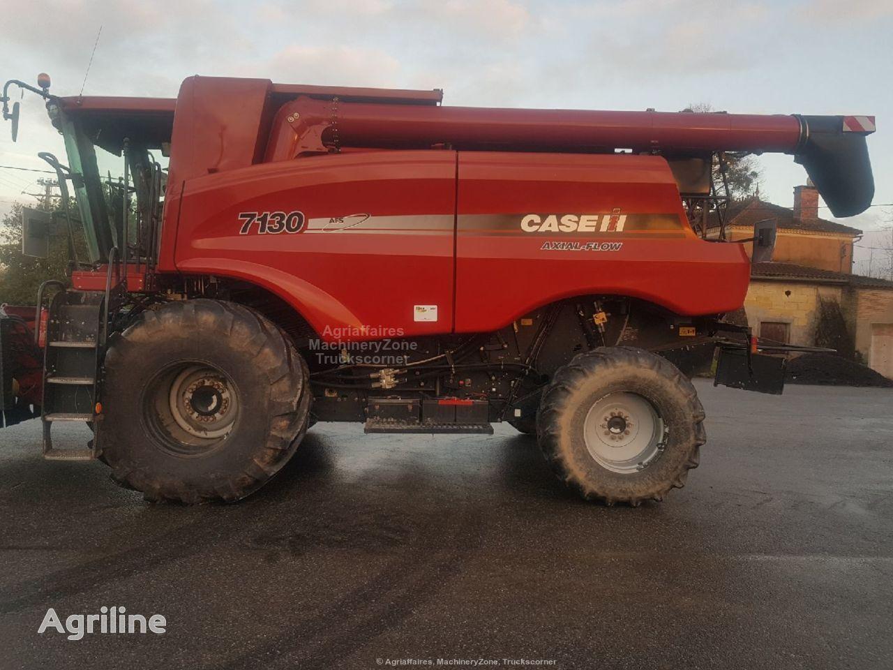 CASE IH 7130 grain harvester